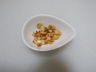 黄芪虾皮萝卜汤,沥干水份备用