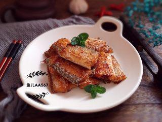 香煎带鱼,装盘食用
