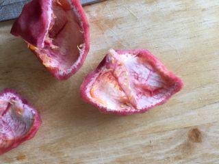 百香果果脯,撕去里面的白色薄膜