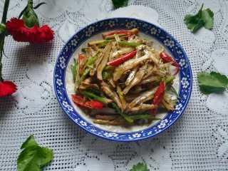 #下酒菜#炒白公鱼干,成品图。 鲜香无比,非常入味,特别有嚼劲的白公鱼干就炒好了。