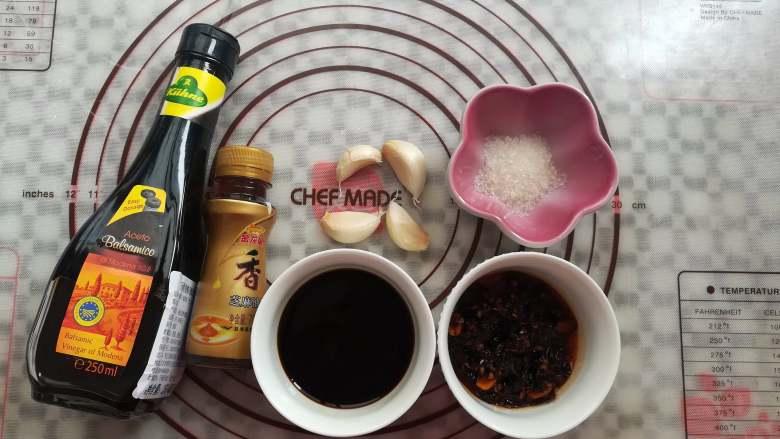 香醋手撕鸡,准备调味酱汁的材料
