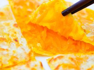 南瓜饼,这种南瓜饼,馅料饱满,香甜适口。