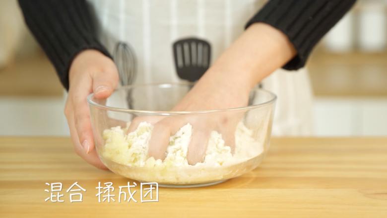 芝士土豆球,将土豆泥和糯米粉混合,揉成团