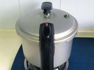 原汁鸡汤焯凤尾菜,大火煮开,上汽后再煮十分钟左右