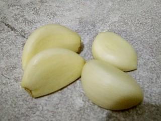 麻汁黄瓜,剥出来蒜瓣,需要多少根据口感来放呗