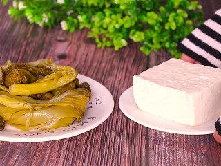 酸菜豆腐,准备酸菜和一块老豆腐