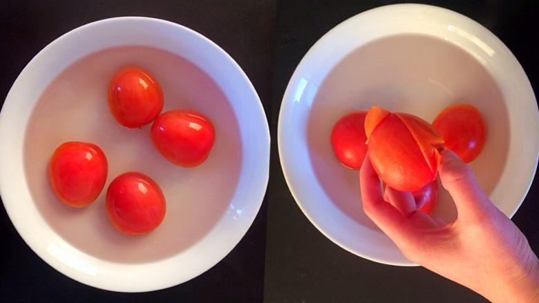 牛肉豆腐意面,将<a style='color:red;display:inline-block;' href='/shicai/ 3551'>西红柿</a>放入滚烫的开水中,来回滚动2分钟左右后,取出去皮。