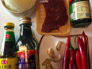 沙茶牛肉粉丝煲,备齐材料