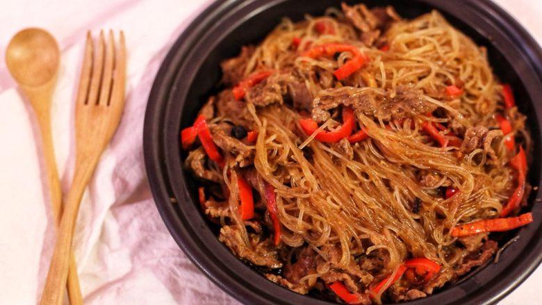 沙茶牛肉粉丝煲,煮一分钟后装盘