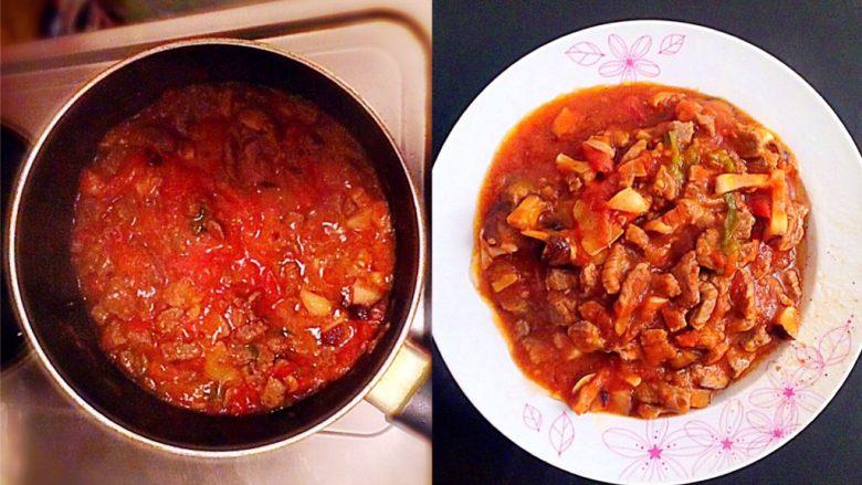 牛肉豆腐意面,炒至西红柿呈浓稠的酱汁状时,倒入炒好的牛肉,加入适量的开水,盖上盖子,小火熬二十分钟左右后,打开盖子,大火收汁。加入适量的盐、<a style='color:red;display:inline-block;' href='/shicai/ 847'>香油</a>,装盘。