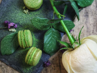 意式抹茶马卡龙(无色素版),建议用日式的抹茶,国产的抹茶品质不够好的。