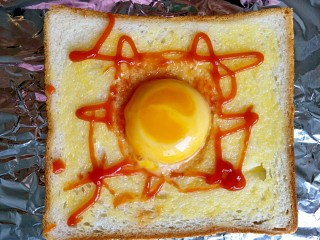 #花样土司#+土司缤纷蛋披萨,把蛋黄打在中间