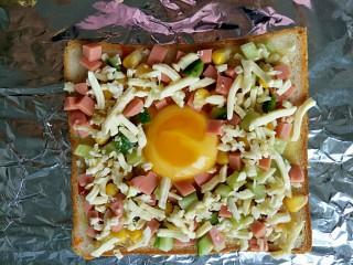 #花样土司#+土司缤纷蛋披萨,铺上一层芝士碎
