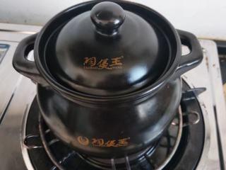 冰糖梨水,加盖再小火慢煮半小时