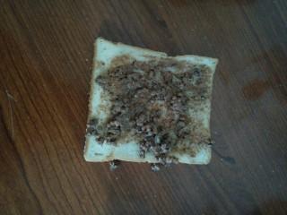超简单的巧克力酱吐司,涂抹在面包片上