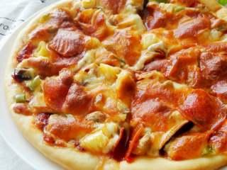 馅料足足的超级至尊匹萨,成品