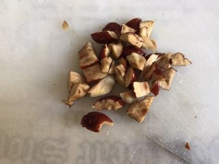 一人食 南瓜杂粮饭,红枣洗净去核,切成小丁