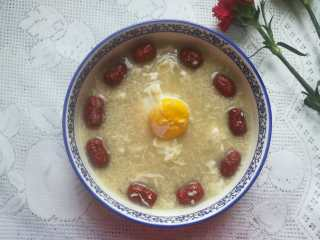 最滋阴补血的早餐,酒酿桂圆鸡蛋,成品图。 香喷喷,甜蜜蜜,还超级有营养的,既养眼,又养颜,还滋阴补血的酒酿桂圆鸡蛋就做好啦。