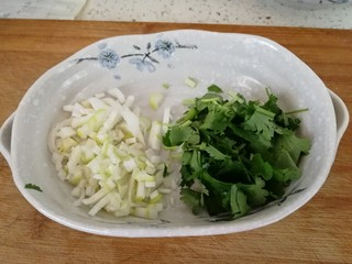 家庭版&荷叶肉夹馍,切葱碎和香菜沫
