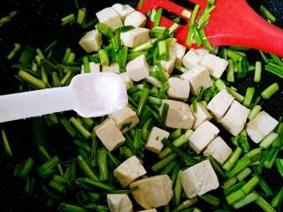 一清二白~青蒜苗豆腐,加少許鹽