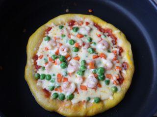 平底锅披萨,回锅继续焖5分钟左右即可;