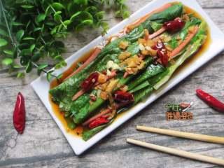 凉拌火腿油麦菜,色泽淡绿、质地脆嫩,口感极为鲜嫩、清香