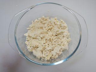 儿童食谱—鸡刨豆腐,用勺子碾成小碎块