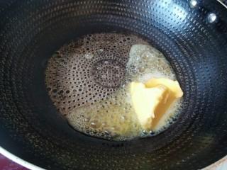 香蕉抹茶网格卷,春天的颜色。,小火烧锅,然后倒入黄油。