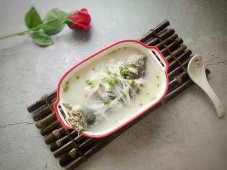 鲫鱼萝卜汤,一碗鲜美的鱼汤,养颜减肥,送给女王们!