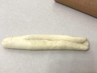 奶香老式面包,再折叠捏紧接口