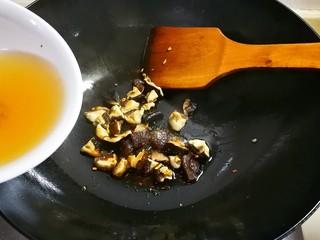 欣欣向荣香菇菜心,放泡香菇的水