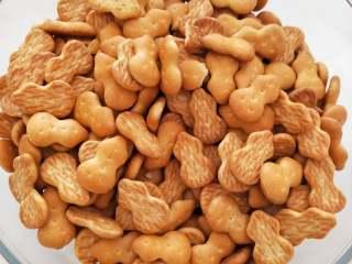 低脂无黄油版雪花酥,我用的是小葫芦饼干……也可以用台湾小奇福(价格会贵很多。)