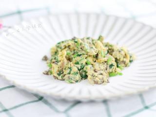猪肝茼蒿炒鸡蛋,很简单的做法吧,炒鸡蛋谁不会?