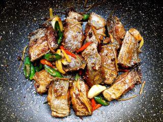 香辣带鱼,翻炒均匀,出锅装盘