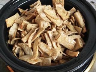 砂锅菠菜烧豆腐皮,加入豆腐皮