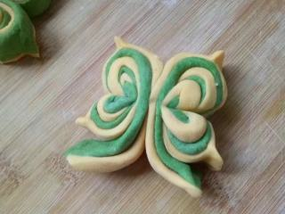 菠菜南瓜双色蝴蝶花卷,全部做好并整形