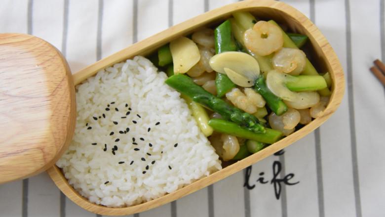春天来了,我们必须来一份经典又快手的菜——芦笋炒虾仁