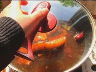 把子肉,盖上大火煮开