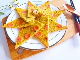 春季补钙食谱-虾皮火腿饼,出锅切成小三角摆盘即可