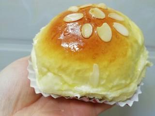 蛋黄豆沙能量小餐包,早餐来一个是不是特满足😋😋😋