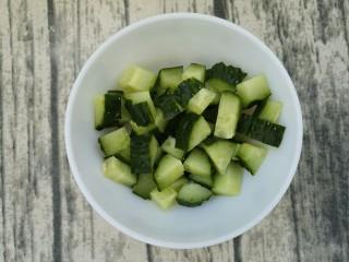 最好吃的宫保鸡丁(超详细步骤),黄瓜切小块