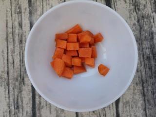 最好吃的宫保鸡丁(超详细步骤),胡萝卜切小块