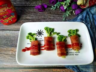 黑豆芽培根卷,撒上番茄沙司,就可以上桌了。