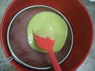 菠菜蛋糕卷,过筛蛋黄糊