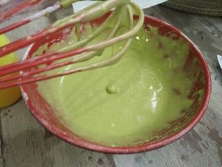 菠菜蛋糕卷,搅拌均匀成图中状态