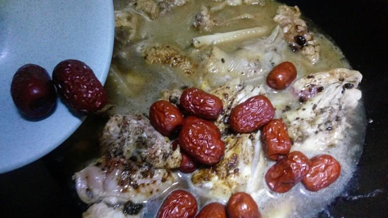 补气养血&红枣桂圆麻油鸡汤,加入红枣