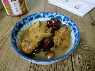 补气养血&红枣桂圆麻油鸡汤,等到高压锅排气后,即可打开锅盖盛出装碗,麻油鸡汤满屋飘香~