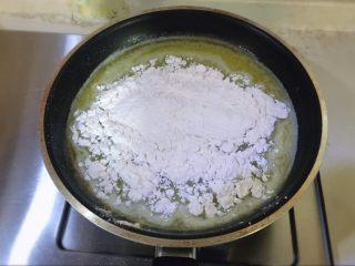 简单美味的泡芙,倒入锅中