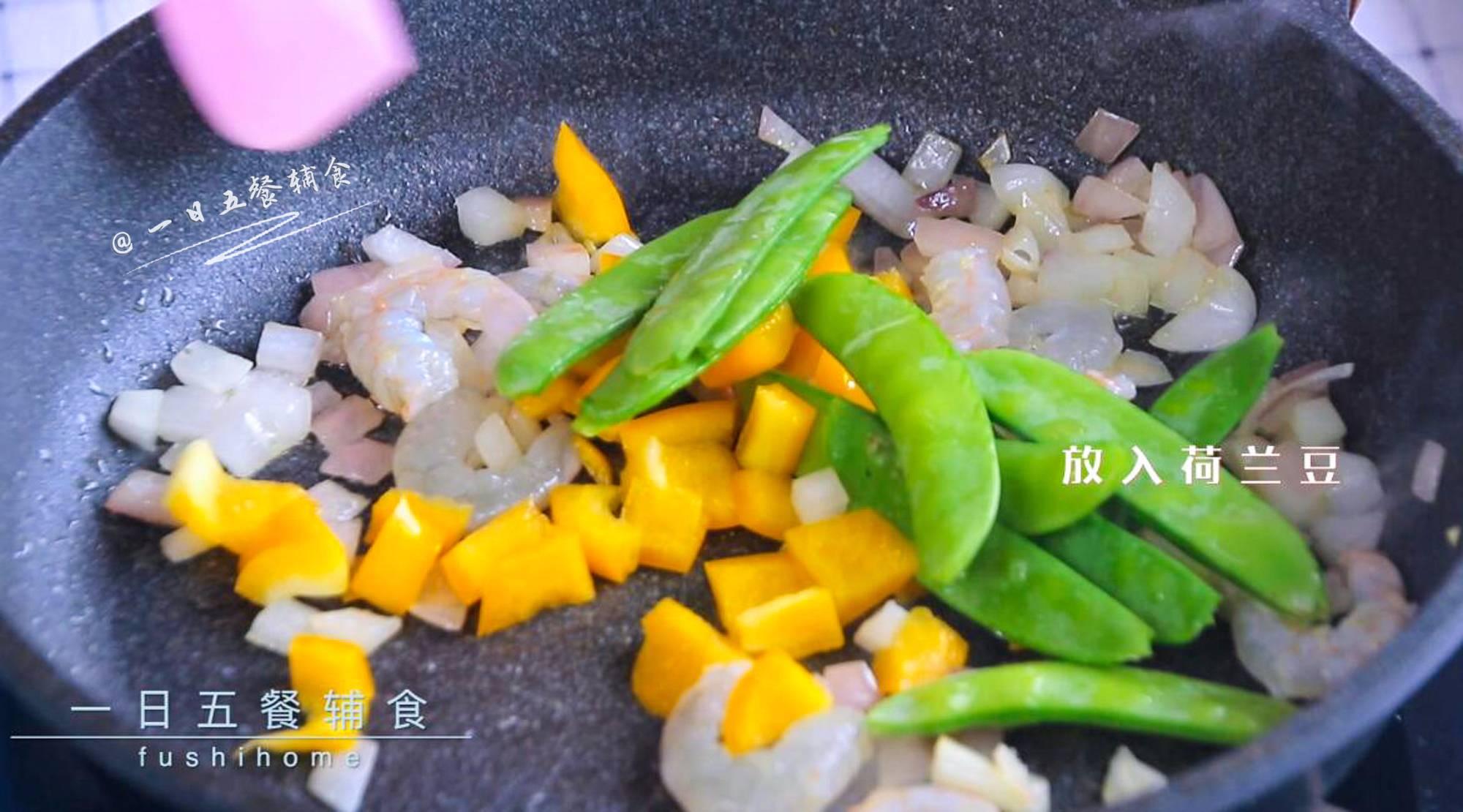 虾仁荷兰豆早餐饼,加入基围虾煸炒,再放入黄椒和荷兰豆炒30秒。</p> <p>