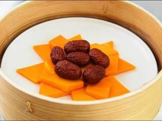 春日里的一道健康食谱——蜜汁蒸南瓜,加红枣,大火蒸20分钟左右。